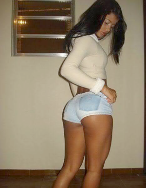 Should women wear panties under pantyhose